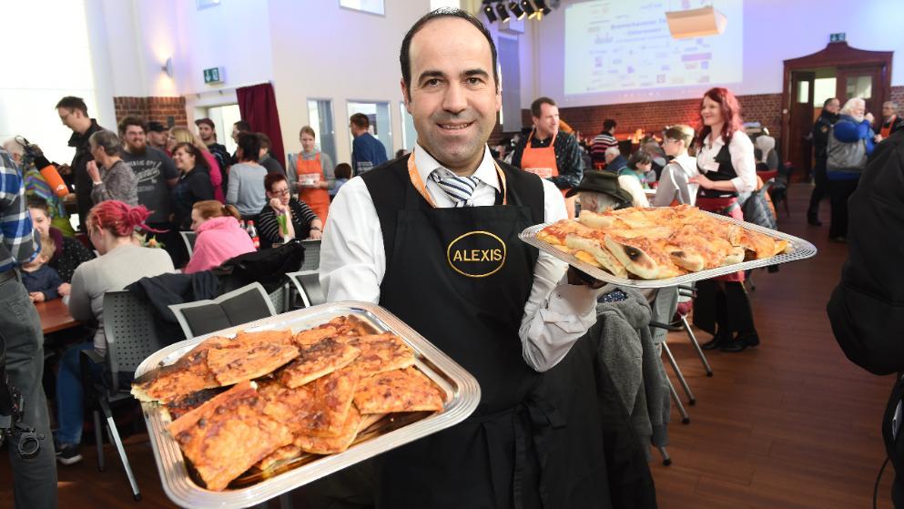 Γερμανία: Αλέξης Βαΐου! Ο Νεοχωρίτης με τη μεγάλη καρδιά προσέφερε δωρεάν  φαγητό σε 700 άπορους…! – OICHALIA LIVE